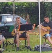 Prázdninová zpívaná u táboráku